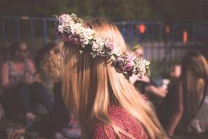 花輪の女の子